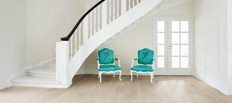 wineo 500 Laminatboden Stühle Eingangsbereich LA184XXLV4 Wild Oak White